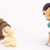 下痢気味の女性の人形とお薬